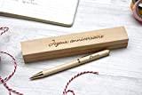 Stylo personnalisé en bois dans coffret avec double gravure. Coffret cadeau idéal anniversaire, personnalisation avec gravure du prénom. Gravé sur ...