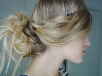 Coiffure avec bijou de cheveux